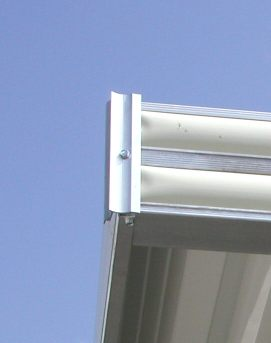 extruded corner for aluminum awning