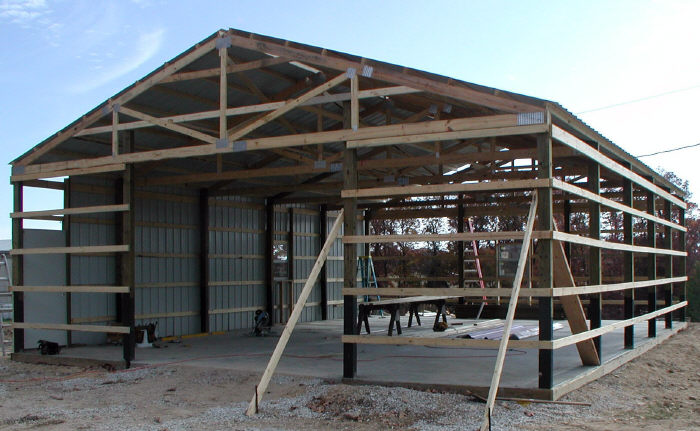 Pole Barn Construction : Building a pole barn